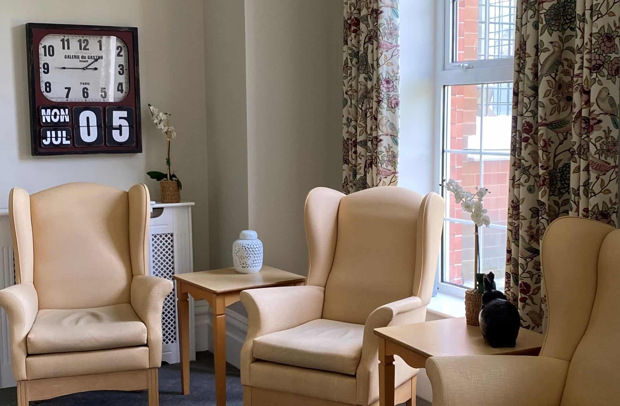 friendly residential care accommodation - Comfy chairs in corner of large lounge